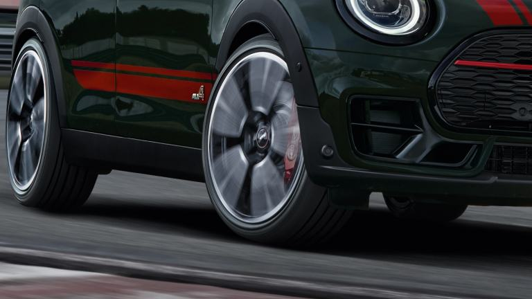 MINI John Cooper Works Clubman – front view – racetrack