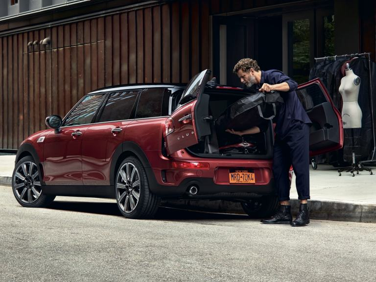 MINI Clubman – red and black – boot space